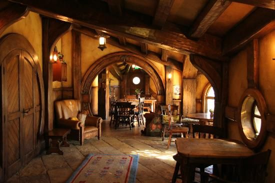 Bag end interior google s gning hobbit pinterest for Hobbit house furniture