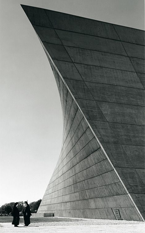 """Church of St. Francis de Sales"", Muskegan, Michigan, 1964 / Marcel Breuer"