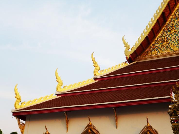 Wat Chana Songkran - Me wandering after sitting in on an evening Buddhist prayer