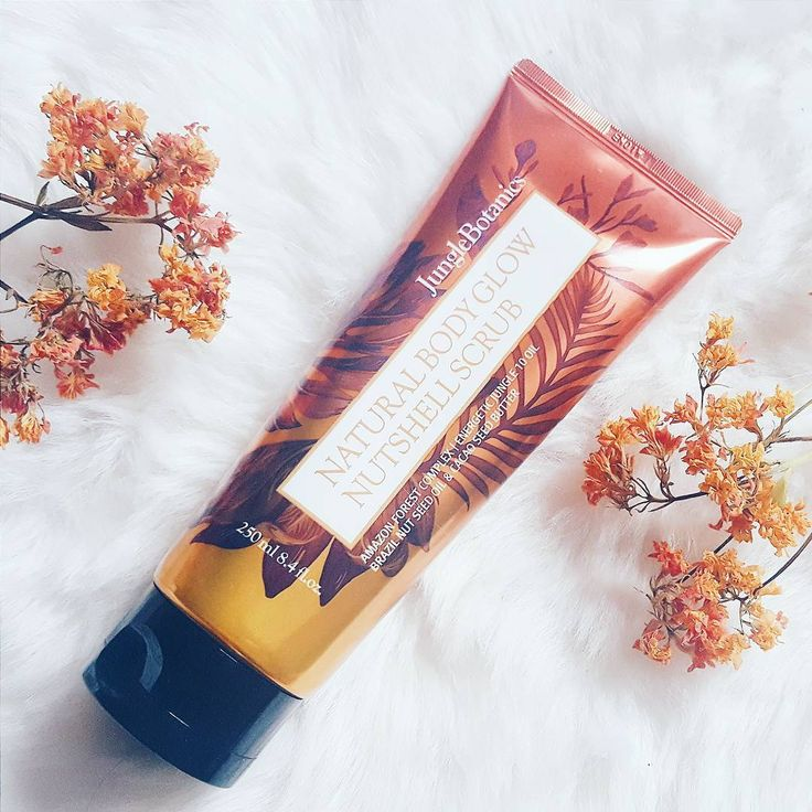 ❇It's time for another body care review✨: the Jungle Botanics Natural Body Glow Nutshell Scrub is the third product from the newly launched brand by @wishtrend and I'm d e e p l y in love with the performance and scent and everything...oh and it is microbeads-free, instead it uses super gentle rounded walnut shell granules! Read more about it in my review on my blog (link in bio)