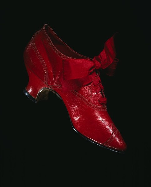 Shoes ca. 1900Fashion, Red Shoes, 17Th Century, Woman Shoes, 1900, High Heels, Vintage Shoes, Red Leather, Red Bows