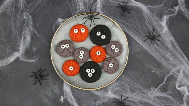 Baka läskigt goda drömmar med monstertema - perfekt att bjuda på till Halloween eller annan fest med spöktema. Här är ett enkelt recept på bus-fina monsterkakor.