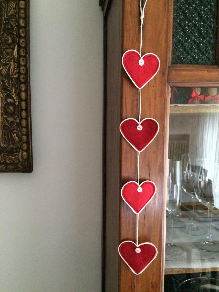 Cuoricini da appendere, feltro rosso con bottone o fiocchetto - fatto a mano, decorazione casa, regalo San Valentino, Festa della Mamma, di LaBottegaDiMery su Etsy
