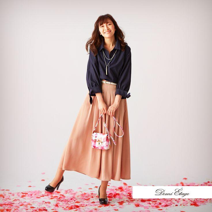 カジュアルコーデには花柄バッグをプラスして華やかさと女性らしさを忘れずに♪ #juri_coordinate #大人カジュアル #demi_etage #ドゥミエタージュ #ootd #fashion #spring #春コーデ #シャツ #スカーチョ #花柄 #バッグ #プチプラ