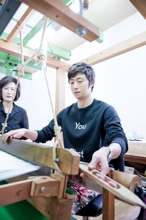 Did you know Jung Il Woo's Mom designed his costume? Photo: Jung Il Woo at his mom's studio