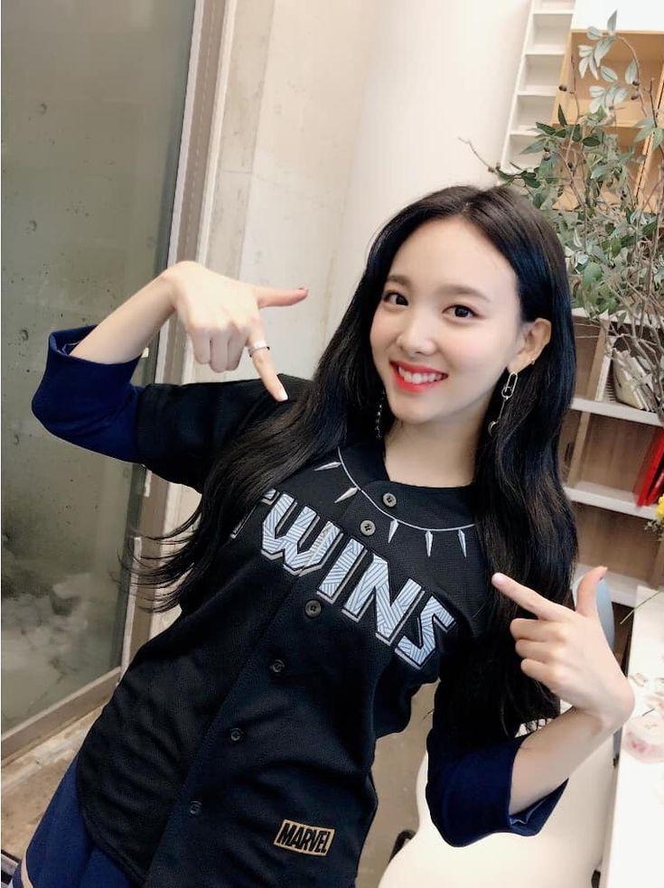 The t-shirt sayz *wins* Lol did you win nayeon?