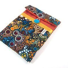 ~ Pour elle ~ Pochette Ipad mini brun roux a motifs bulles , housse tablette 8 pouces en tissu matelassé imprimé graphique - 25,00€ -