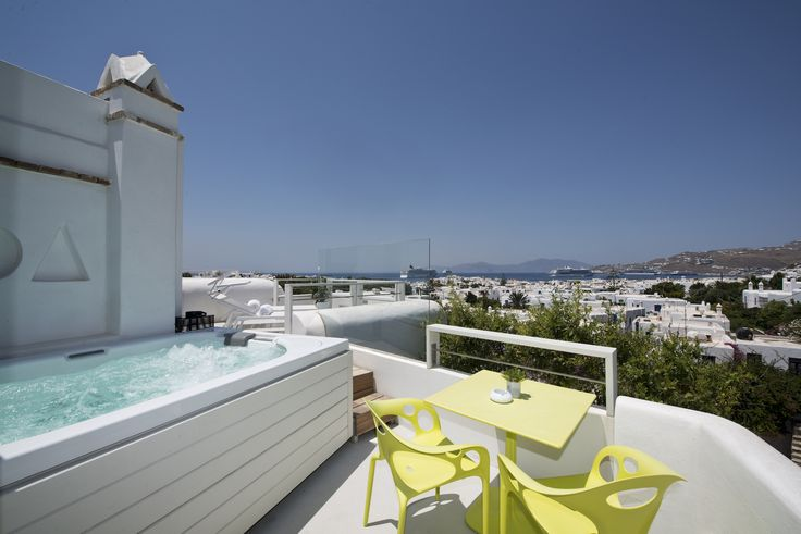 With amazing views of Mykonos town, and an outdoor jacuzzi, our Superior Double Sea View Rooms with Spa can offer a relaxing holiday in the heart of the Mykonian life! http://www.semelihotel.gr/accommodation/superior-double-sea-view-spa-rooms-mykonos/  Semeli #SemeliHotel #Mykonos #LuxuryHotel #SemeliMykonos