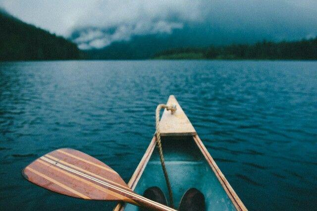 Лодка, река