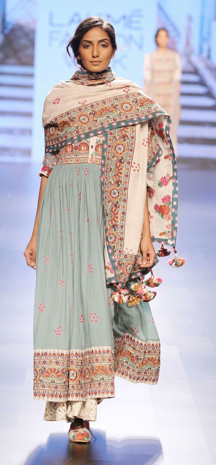 This style, the draping of the dupatta is very me.
