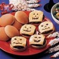 Jack-O-Lantern Burgers: Halloween Dinners, Jack O' Lanterns Burgers, Food Ideas, Dinners Ideas, Halloween Parties Food, Halloween Recipes, Halloween Food, Burgers Recipes, Halloween Ideas