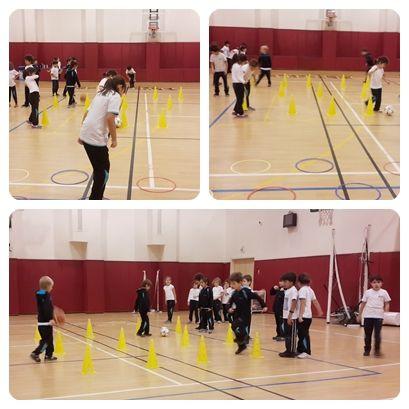 2. sınıflar Beden Eğitimi dersinde farklı branşlardan oluşan parkurda temel hareketleri öğreniyorlar.