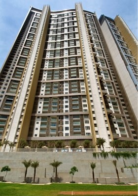 Lodha Bellissimo is a tower currently topped out located in Mumbai