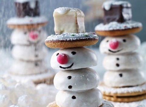 Auf die Plätzchen, fertig, los! Weihnachtszeit ist Plätzchenzeit 🍪 Wir haben euch einfache und trotzdem kreative Rezepte zusammengestellt. Link in Bio 🔝 #plätzchen #cookies #chrishmascookies #food #christmasbaking #weihnachtsbäckerei #schneemann #foodtrend #baking #backen #snowman #sosue #diy #blogzine #lifestyleblog #blogger #bakery #hamburg