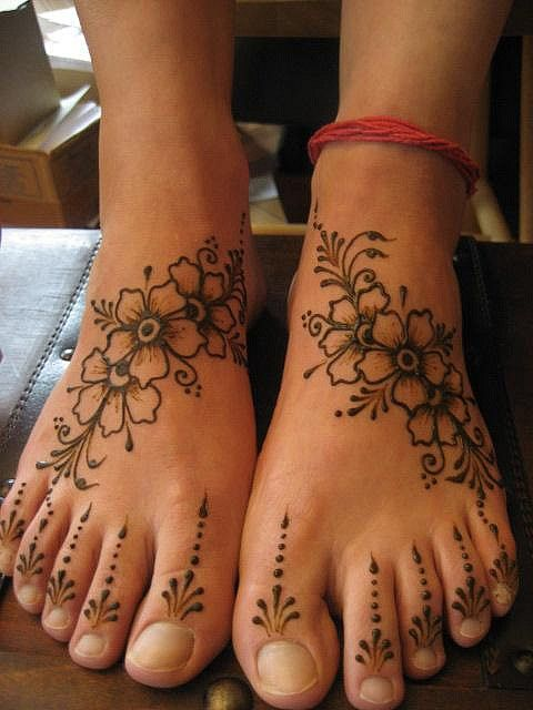 I like the flowers on the top of the feet but the designs above the toes is waay to much for me!