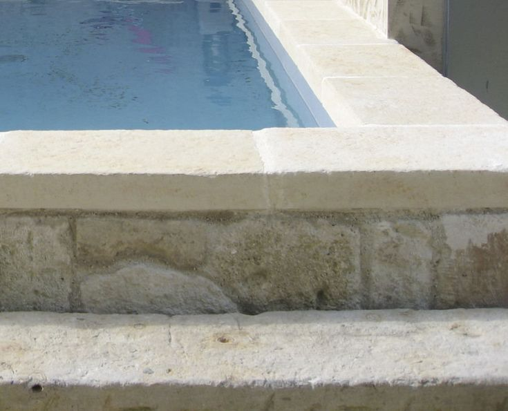 MASSIVE OCRÉE Concrete swimming pool coping by ROUVIERE
