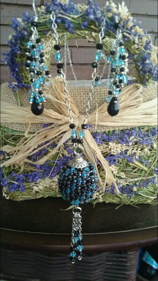 Necklace and earrings with glass crystals and toho beads