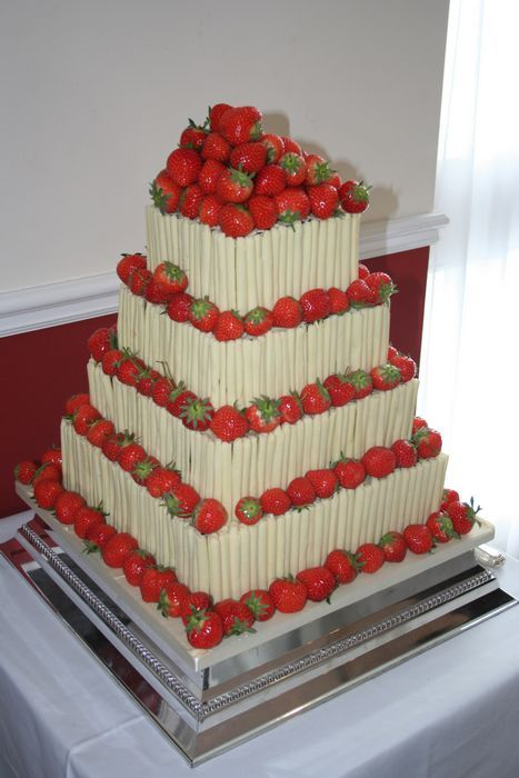 strawberry wedding cake, add a little dark chocolate and this would look Amazing