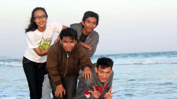 Menikmati Sunset Di Pantai Kalimantan