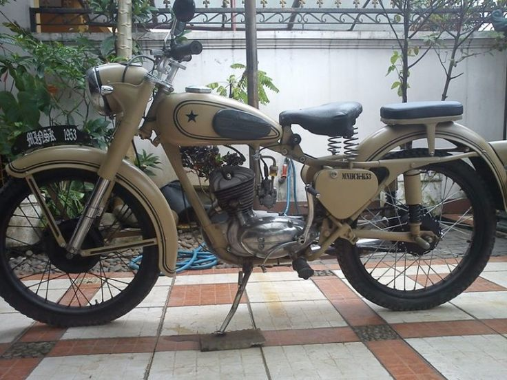 1953 Minsk 125cc Classic Motorcycle - yes please!
