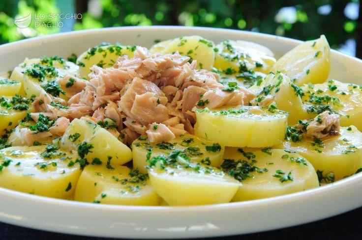Scopri il modo migliore di preparare Insalata di tonno e patate in 1 ora. Solo 385 kcal a porzione!