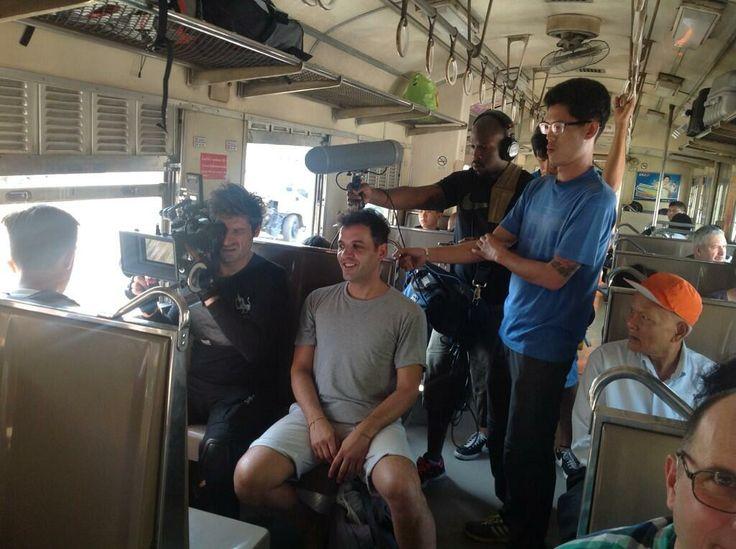 Passepartout con los medios, promocionando el Seu Xerea en el tren a Ayuthaya...