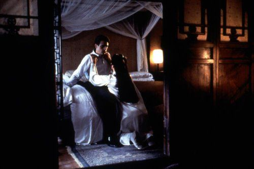 Jeremy Irons and John Lone in M. Butterfly (1993)
