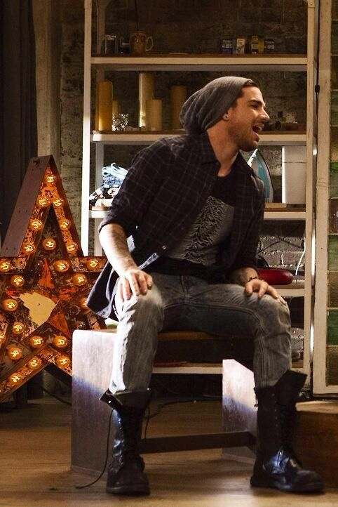 "Adam Lambert on Glee ""Trio"""