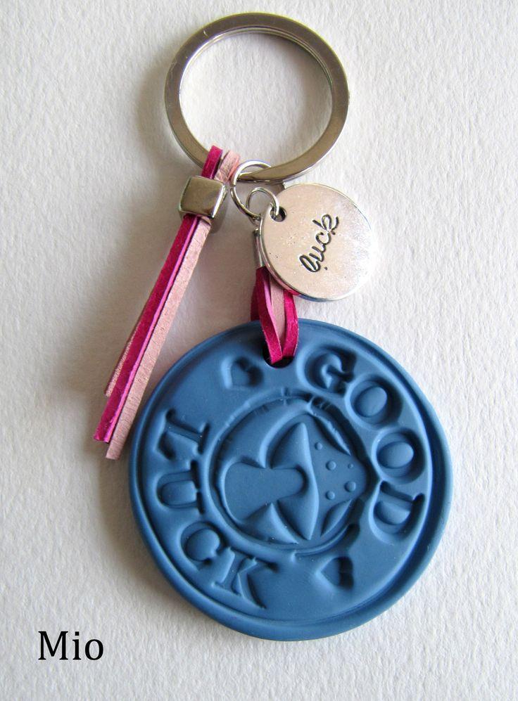 Schlüsselanhänger - Schlüsselanhänger Good Luck  verschiedenen Farben - ein Designerstück von MIO-O bei DaWanda