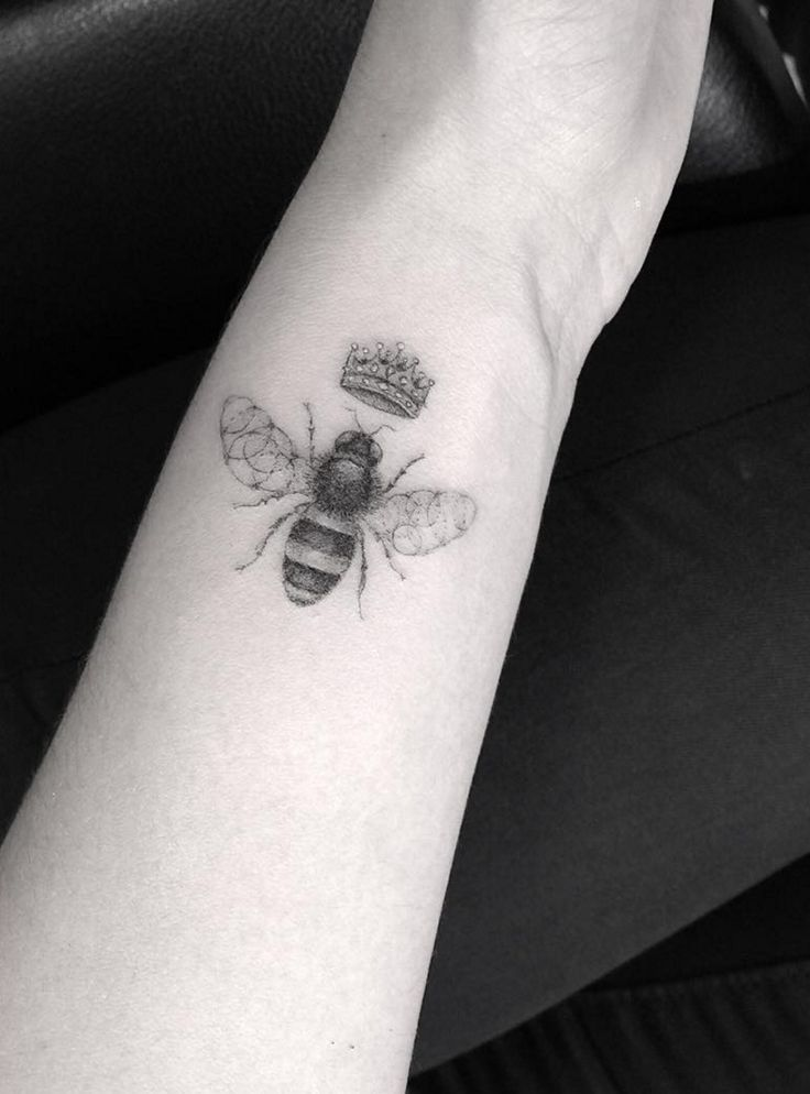 25  Best Ideas About Queen Bee Tattoo On Pinterest
