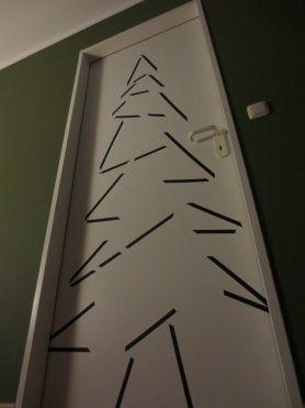 photo: DIY Weihnachtsbaum mal anders von einfacheinfachleben - christmas tree made of washi tape at a door
