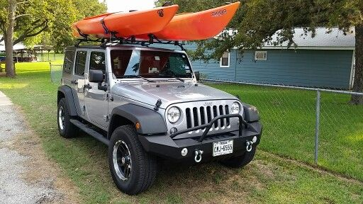 Jeep with kayaks thule racks