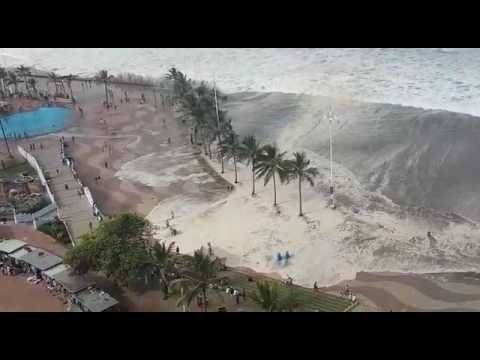 03/13/2017 - Durban hit by tropical cyclone monster storm surge (tsunami) and extreme winds cancelling a cycle race