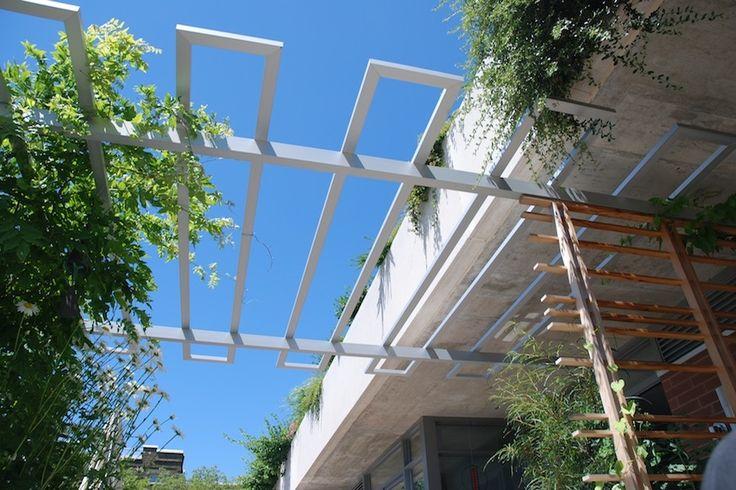 Best 25 metal pergola ideas on pinterest pergola for Metal sun shade structures