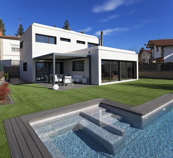 Casas modulares de hormigón prefabricado. Casa prefabricada con piscina.