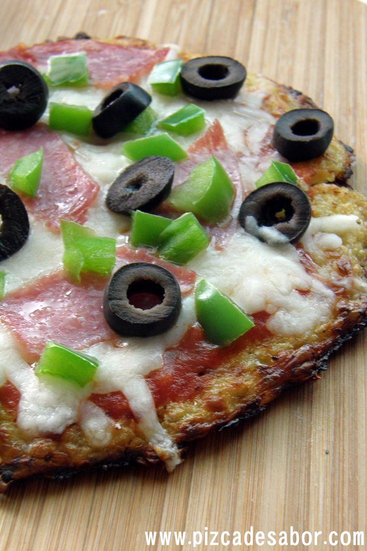 Aprende a preparar una pizza sin gluten, una masa de pizza de coliflor rallada que es ideal para las personas con intolerancia al gluten. Deliciosa y fácil.