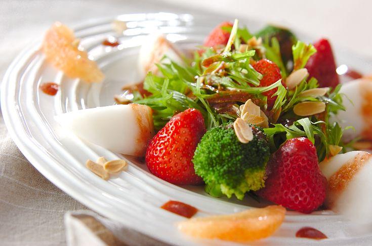 ビタミンCたっぷりのヘルシーサラダです。イチゴのサラダ/中島 和代のレシピ。[洋食/サラダ]2007.03.16公開のレシピです。