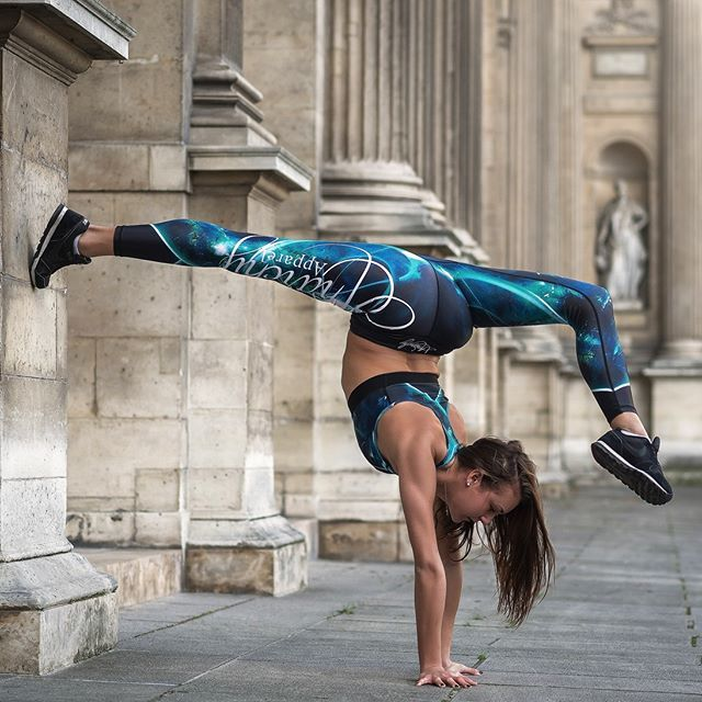 Do something today that your future self will thank you! Happy Saturday!💞 Unique beautiful sports legging by ANARCHY Apparel Quantum Legging and Matching Sports Bras💯 . Available Sizes. S, M, L, XL, Up to 25%-45% discount on selected favorite items! . Express Postage On All Orders🚚 Afterpay Available Now . 8 Luxury Active Apparel Brands To Choose From! . Find your perfect workout Outfit: @gymandfitnessfashion.com.au👈 . www.gymandfitnessfashion.com.au . #gymandfitnessfashion #gff