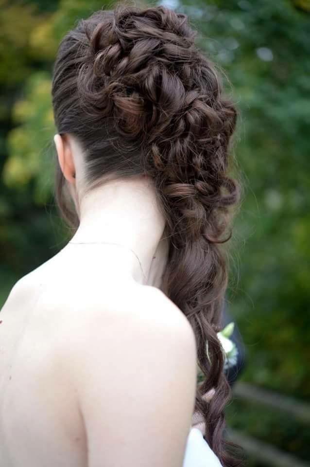 Chignon mariage. Chignon mariée. Coiffure mariage. Coiffure mariée. Chignon bouclé. Coiffure bouclée. Cheveux bruns. Wedding hair. Curly hair. Brown hair. Brunette hair.