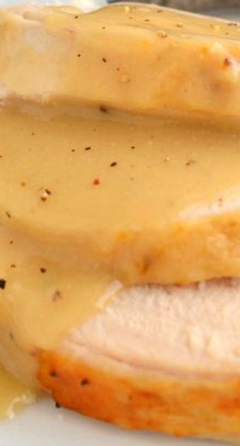 Silky smooth and perfectly rich, this really is the BEST Turkey Gravy recipe around!