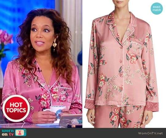 Sunny's pink floral print blouse on The View.  Outfit Details: https://wornontv.net/84334/ #TheView