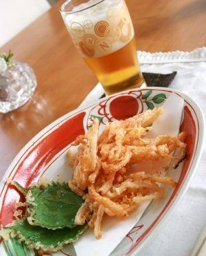 楽天が運営する楽天レシピ。ユーザーさんが投稿した「衣に明太子でご馳走度アップ!ぞっこんイカの天ぷら」のレシピページです。大人は、ビールのおつまみに。お子様にはおやつにもなる、家族みんなに大人気のレシピです。辛いのが苦手な方には、タラコも美味しいですよ。。さきイカ天ぷら。ぞっこんイカ,明太子,大葉やオクラなど季節の野菜,天ぷら粉,冷水(天ぷら粉の分量による)