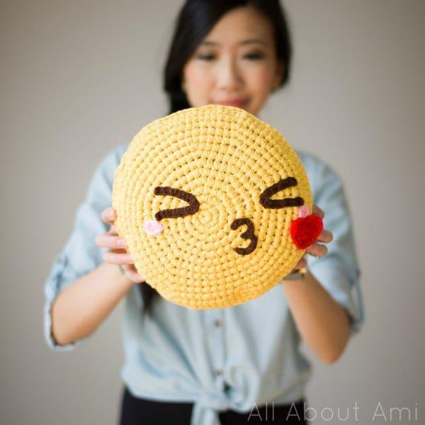DIY: 'pillowji' crochet pillows