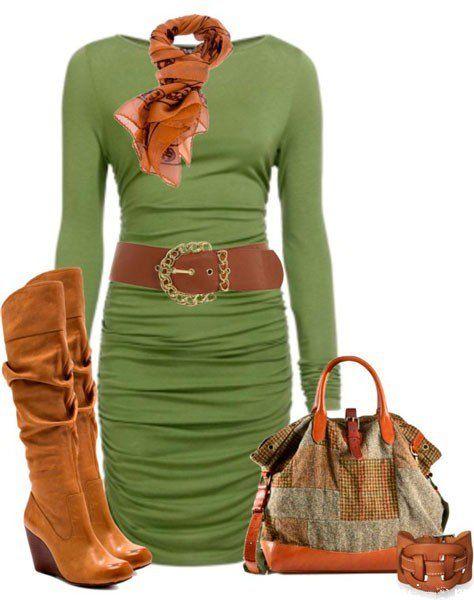 Коричневые сапоги, шарф, ремень и сумка как аксессуар к зеленому платью