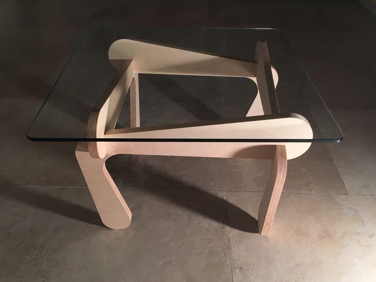 """Table basse """"Elégance""""  4 pieds en bois & 1 plateau de verre, c'est tout"""