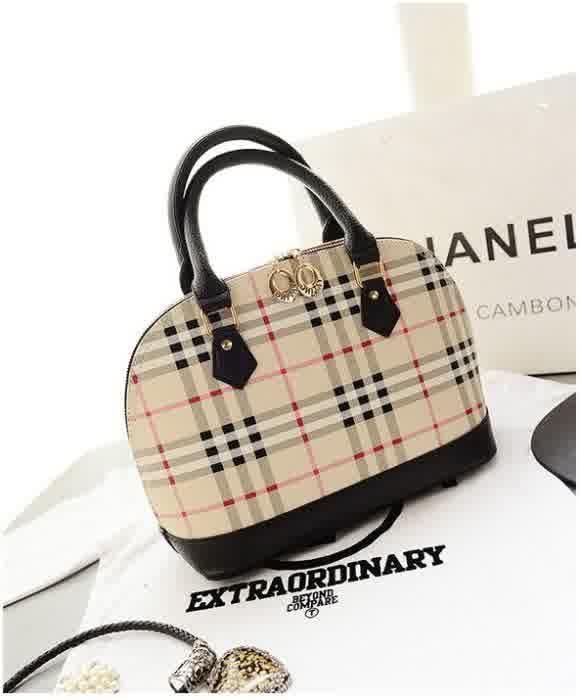 20515 Black Tinggi : 23cm Lebar : 30cm Tebal : 15cm Cara Buka : Resleting Tali Panjang : Ada Bahan : PU 800 gram 169.000 #fashion #bag #tas