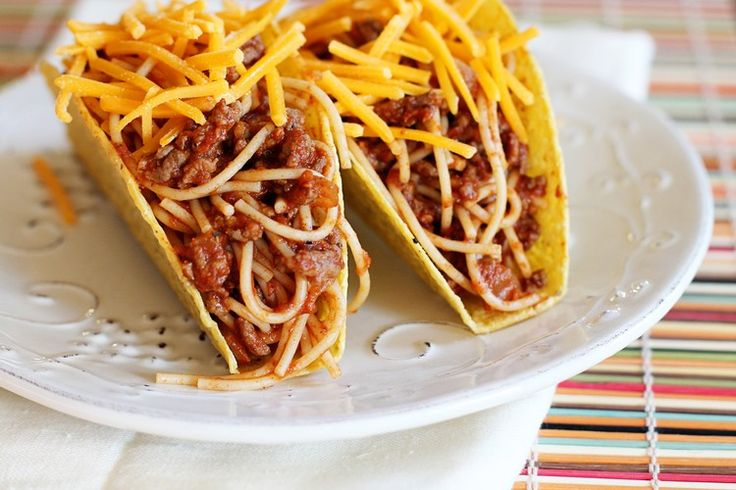 Remplir les coquilles àtaco et saupoudrer de parmesan au choix. Eh bien, voilà votrerecette wrapappétissante aux spaghetti et boulettes de viande