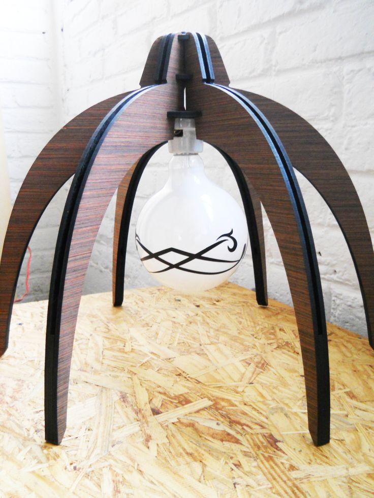 Lampara de mesa fabricada en mdf con chapa de madera