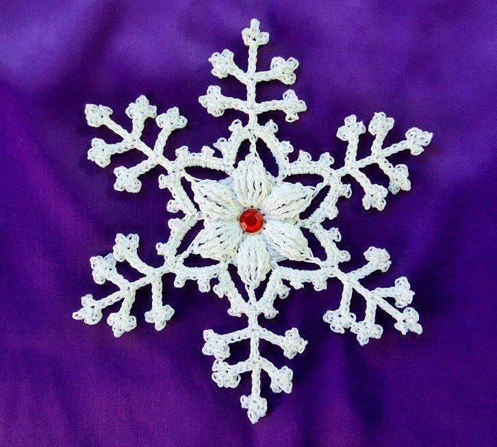 Oltre 25 fantastiche idee su fiocchi di neve all 39 uncinetto for Lavori natalizi uncinetto
