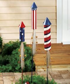 4th of July fireworks made with toilet paper/paper towel tubes and paper! A fun weekend craft to get ready for the holiday.